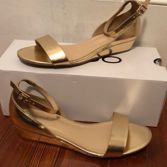 e898d018a5f Gold Aldo Sandals with Small Wedge